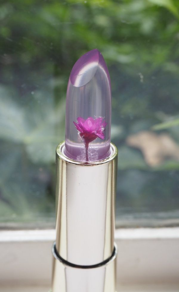 Not much stops me in my tracks lipstick wise, these days, but oh, wow! The absolute perfection of the KailiJumei Lip Jelly with an ecapsulated flower. It's just so beautifully executed. The KailiJumei Lip Jelly has created something of an Instagram storm so these are selling like hot cakes across Ebay at the moment. So, what you…