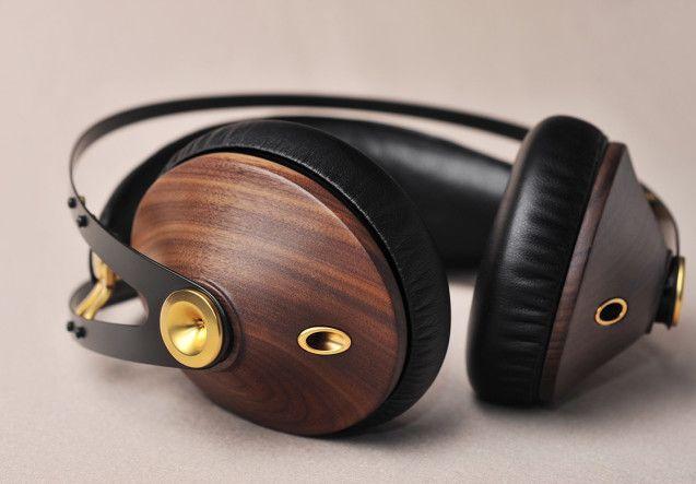 http://leemwonen.nl/ontspanning-beleving-i-audio-design-de-zomer-kan-niet-meer-stuk-met-deze-headphones/ #headphone #audi #design #meze #classic #leather #wood #maple #music #summer #wannahave #luxe #luxury #koptelefoon #muziek #zomer #duneblue #gold