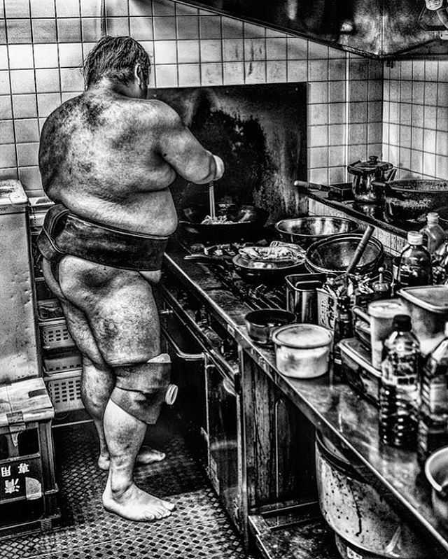 Inside the sumo world #sumo #inside #tokyo #japan #tradition #sport #blackandwhitephotography #photographylovers #blackandwhite #sportphotography #atmosphere #memories #stronger #drinking #water #kitchen #meal #diningroom #sogood #prepare #cooking