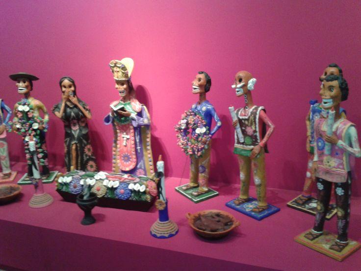 """""""Entierro de calaveras"""" por Alfonso Soteno esta obra esta inspirada en el día de los muertos que se celebra en mexico desde el 1° de noviembre en honra a los muertos"""
