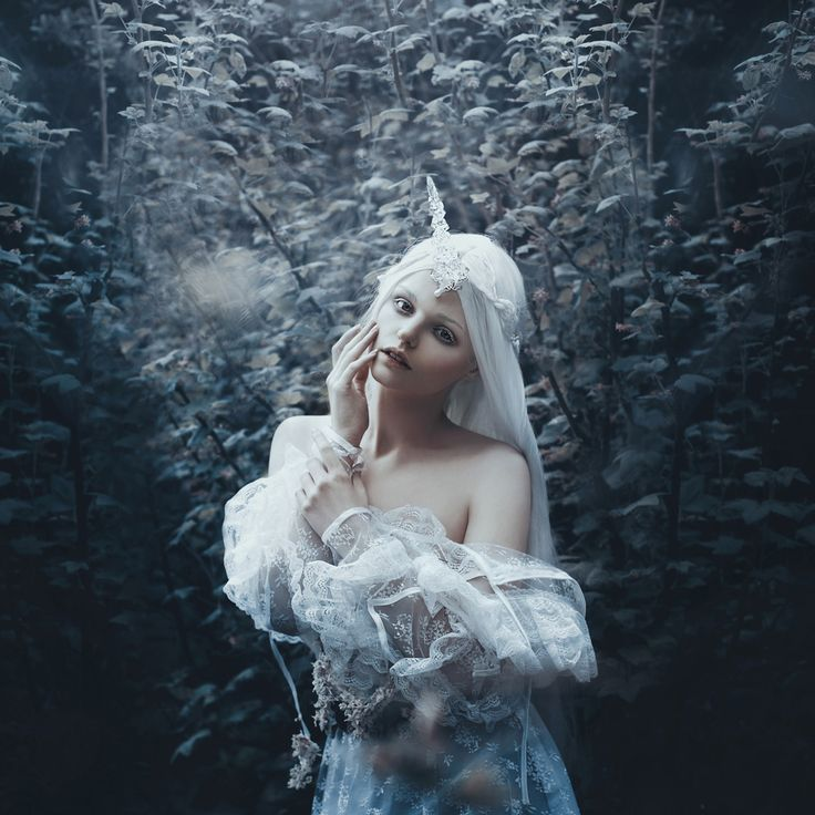 """You are the Moon"" - Photographer: Bella Kotak​ /  Unicorn horn: Fairytas​ / Model: Jodi Lakin​"