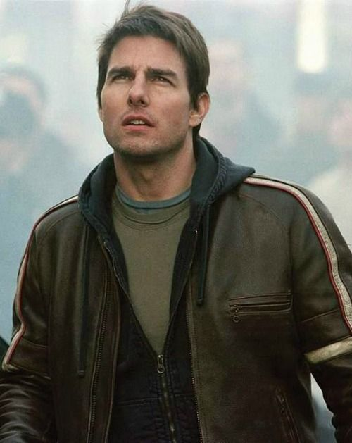 "Tom Cruise in ""War of the Worlds"" (2005). DIRECTOR: Steven Spielberg."