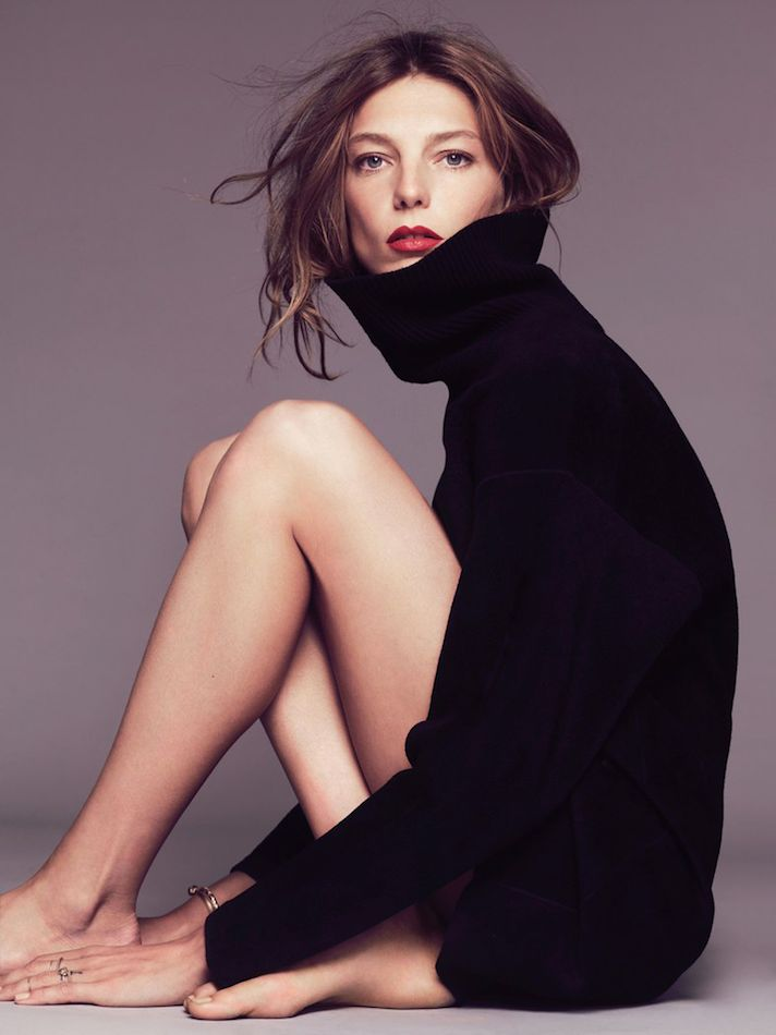 Photos via: Marie Claire France Daria Werbowy in my current must-have: an oversized black...