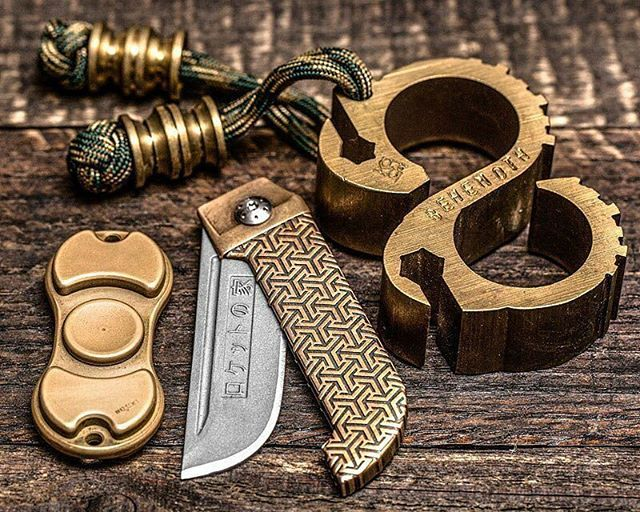 By @Knifetography: @darriel_caston House of the rocket Higo, Double @scoopyloops'd @kochtools behemoth, and brass SB