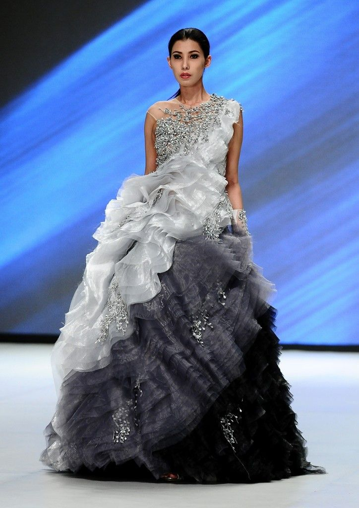 http://www.zimbio.com/pictures/XekggnDd7rY/Indonesia Fashion Week 2014/yFxXWvOC8x_