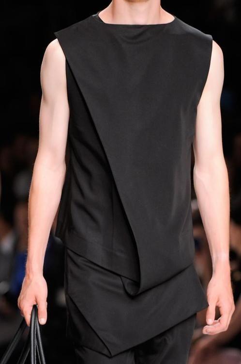 Great fold detail | SS16 | Menswear | Men | Fashion | Black | Class