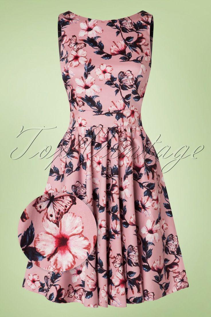 Deze50s Tea Floral Swing Dress is alles wat een vrouw nodig heeft!Summer is coming, met deze beauty ben jij er helemaal klaar voor! Flirty en feminine dankzij haar ronde halslijn, subtiele V-rug en vaste strikbanden voor een elegant, vrouwelijk fifties silhouet, oh la la. Uitgevoerd in een stevige doch luchtige, lichtroze katoenmix met prachtige bloemen en een lichte stretch. Bloemen en jurken, we kunnen er gewoon geen genoeg van krijgen!   Korte full swing jurk Ronde hals...