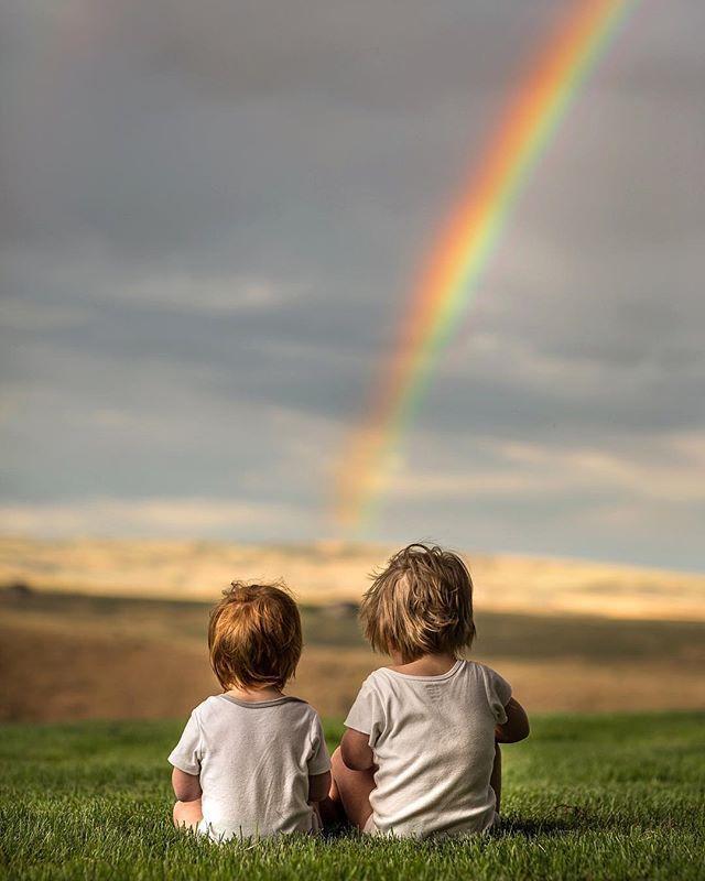 Картинка человек и радуга