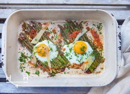 Oven baked asparagus eggs