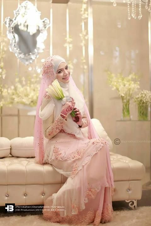 Diana Amir wedding. Love her simple wedding hijab & gown.