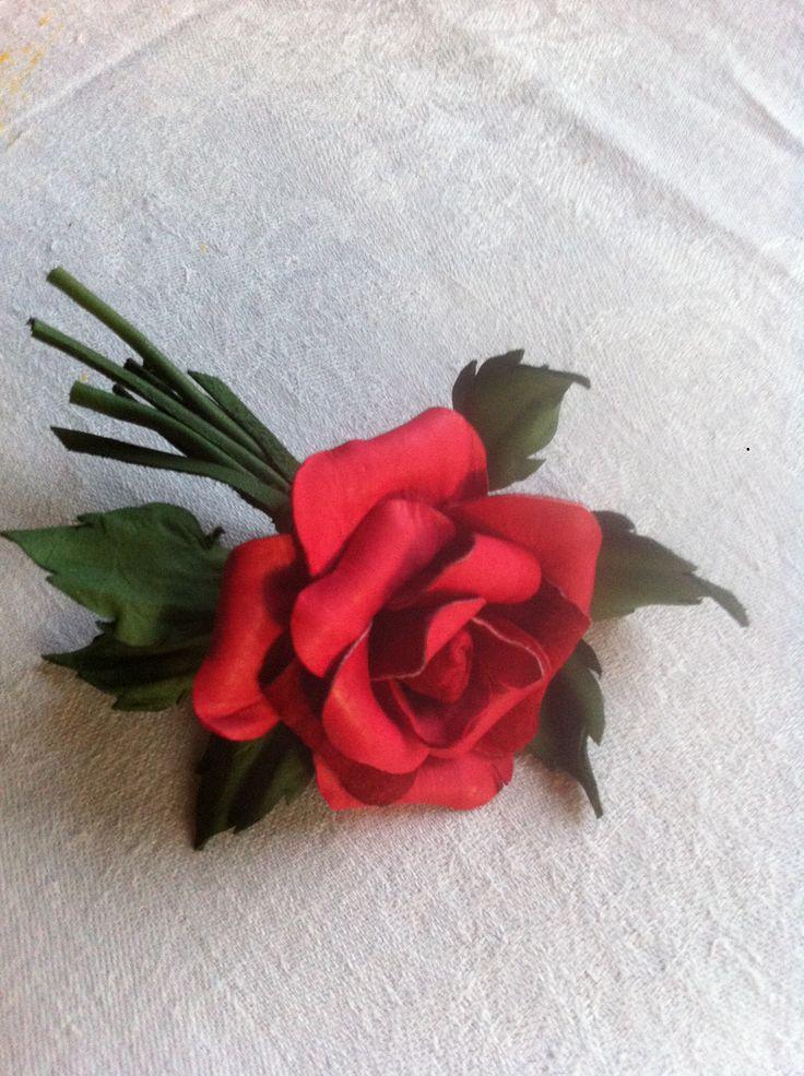 Роза алая... Брошь из кожи