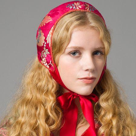 Norwegian traditional head dress | Botthuve kvinnebunad