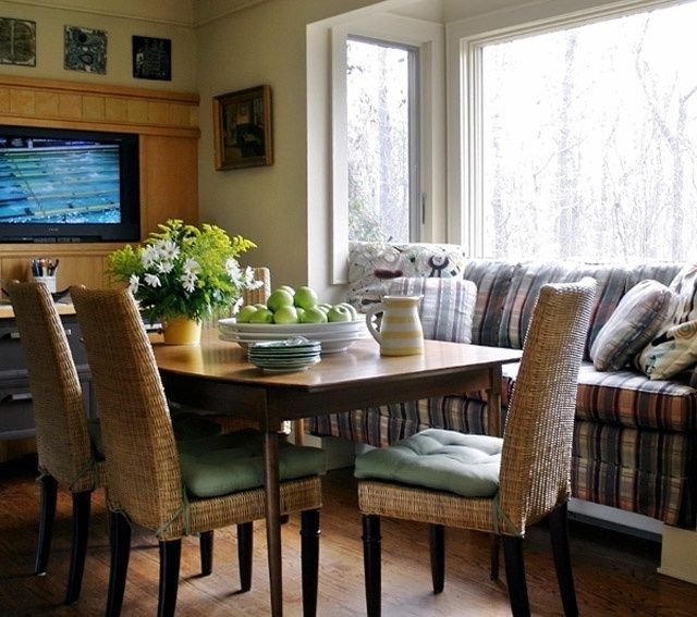 Картинки по запросу кухня с диваном и телевизором