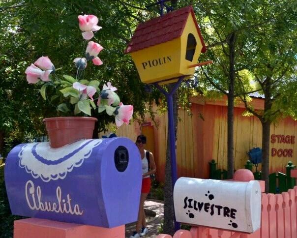 Parque Warner Madrid (casitas de los Looney Tunes)