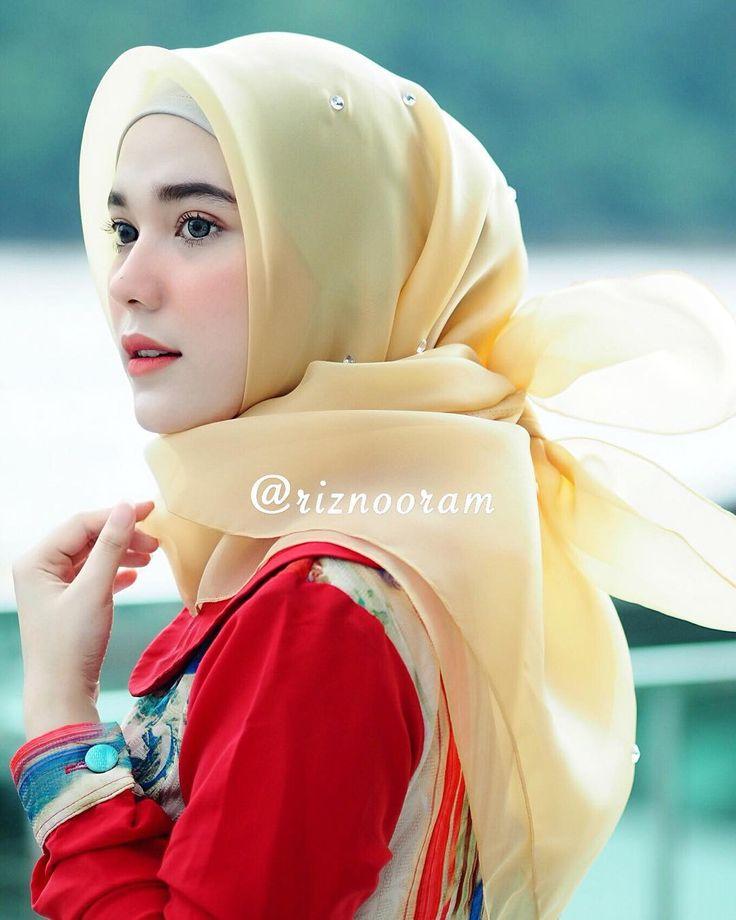 "4,106 Likes, 11 Comments - Riznuram Azka (@riznuram) on Instagram: "" Hijab instan Tazzela by @riznooram  . Hijab Tazzela ini berbentuk segitiga dengan tassel hitam…"""
