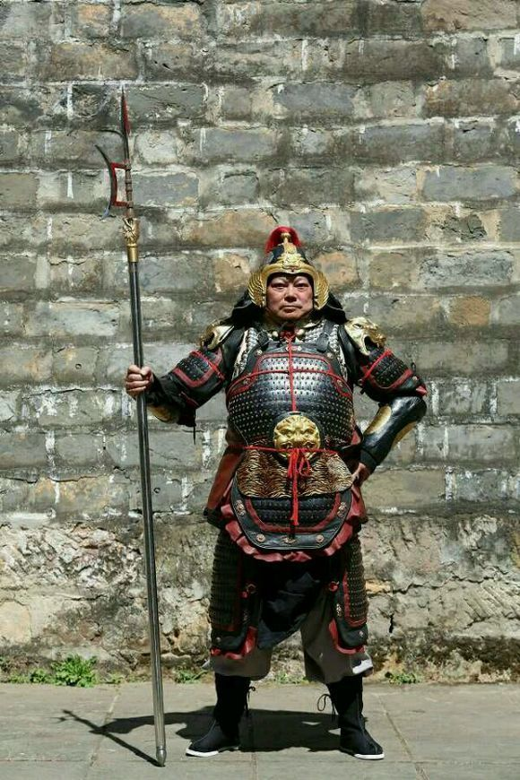 Reproduction of a Song Dynasty lamellar armour. This suit of armour is made by armourer 溫陳華 from China.