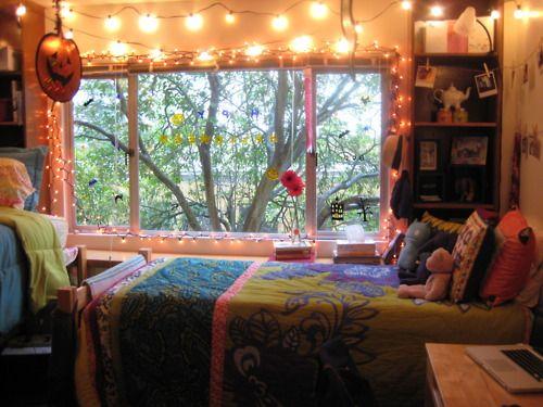 University of San Francisco dorm room with seasonal  ~ 233832_Halloween Dorm Room Decorating Ideas