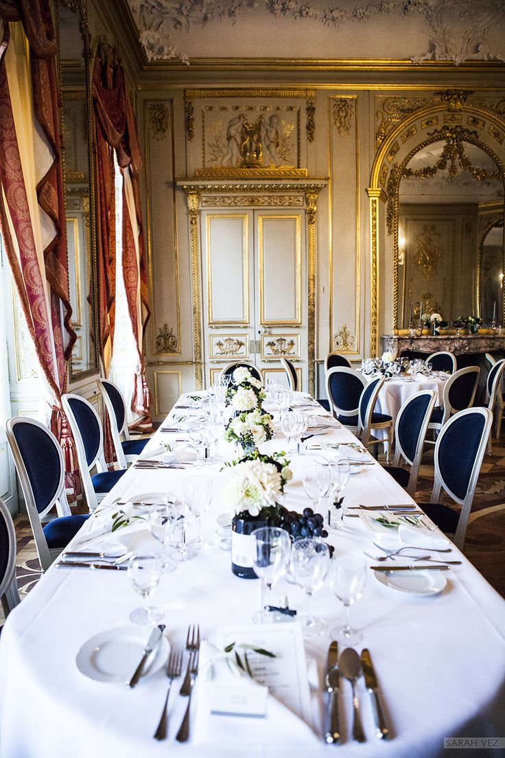 #wedding #table #decoration #black #ivory #centrepiece