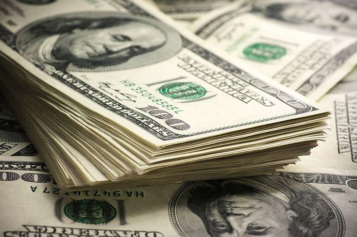 Dólar fecha próximo de R$ 3,10 e alcança menor valor em três meses - Em um dia de calma no mercado financeiro, a moeda norte-americana teve forte queda e chegou ao menor valor em três meses. O dólar comercial encerrou esta sexta-feira (10) vendido a R$ 3,109, com queda de R$ 0,021 (-0,66%). A cotação está no menor nível desde 25 de outubro (R$ 3,107).  O dólar - http://acontecebotucatu.com.br/nacionais/dolar-fecha-proximo-de-r-310-e-alcanca-menor-valor-em-tres-me