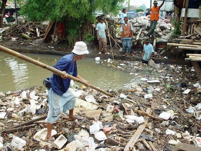 Pemkot Solo Pidanakan Pembuang Sampah ke Sungai