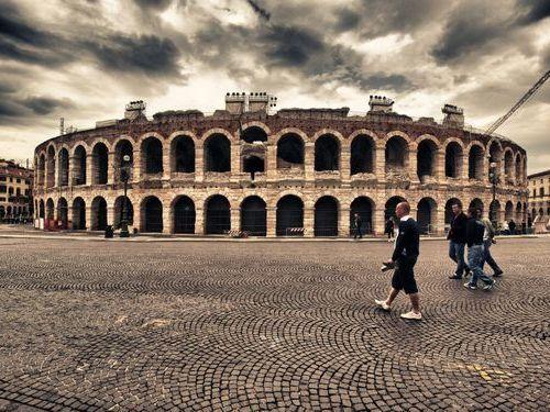 「2千年前のコロッセウムが、今もライブ会場として使用されているのを知ってる?」 イタリア