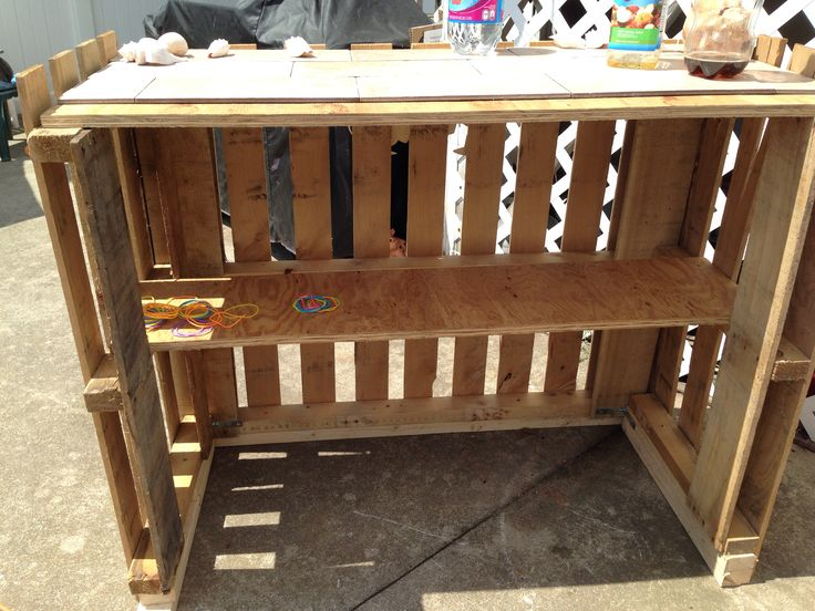 Home made tiki bar from 2 pallets