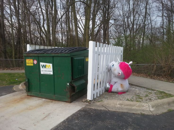 Noooo I'm a good toy! , I don't wanna live in the trash dumpster