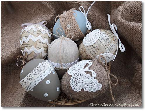 Oeufs de Pâques avec toile de jute, lin, dentelle,...