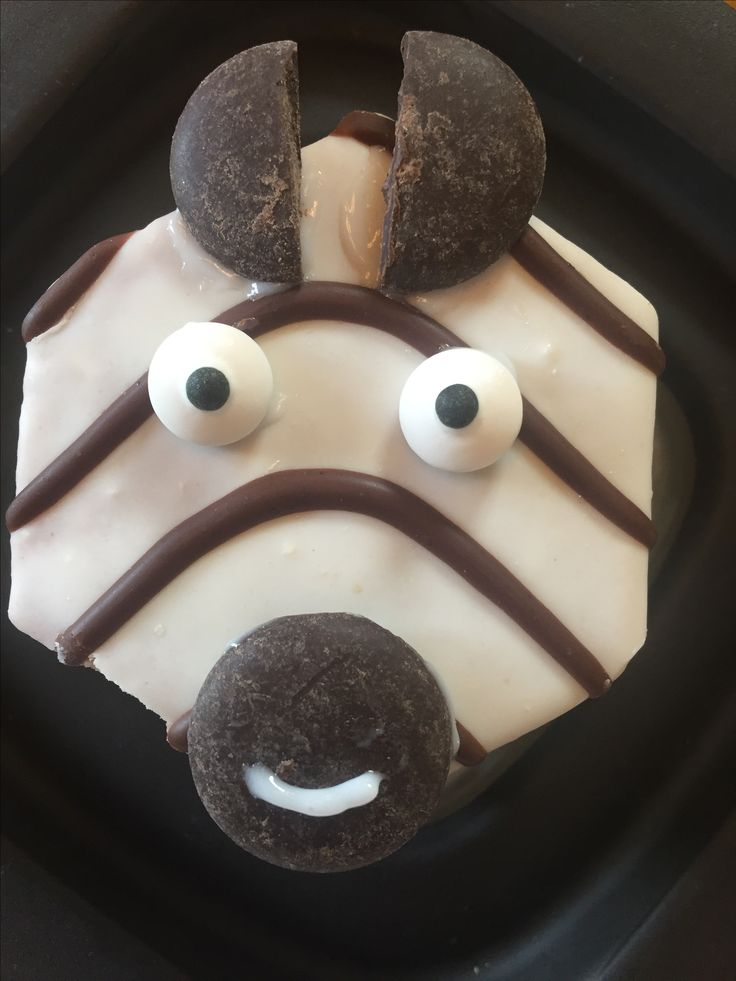"""Zeke Zebra edible preschool craft... Ingredients: Zebra cakes (Little Debbie), Candy eyeballs, Dark chocolate wafer flakes (these are sugar free), White Decorating gel """"pen"""" (Betty Crocker) for """"gluing"""" facial features and drawing smile"""