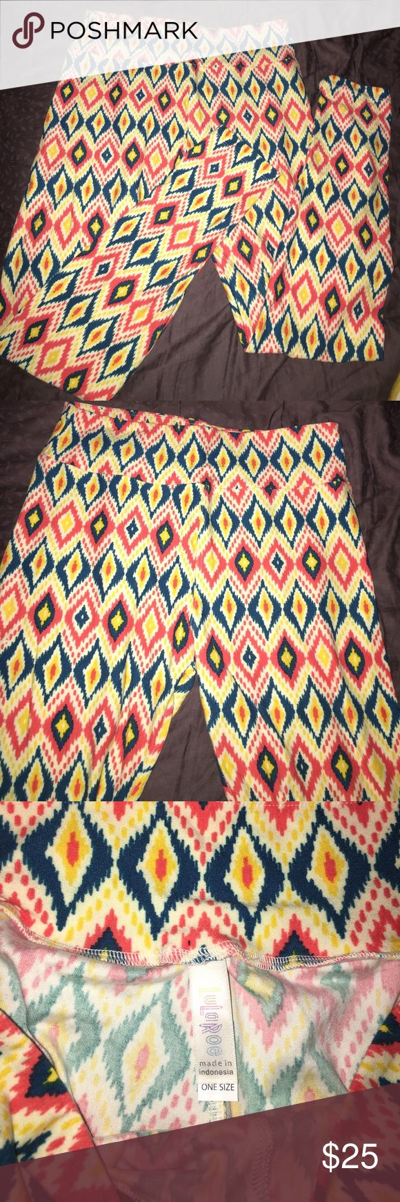 OS LuLRoe print leggings EUC. Worn and washed per LLR instructions. Crotch shot in photos very very very minimal piling starting, not noticeable unless very closely examined. Made in Indonesia. 💛💙💗 LuLaRoe Pants Leggings