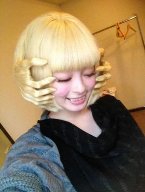 Halloween Hairstyle....wtf...how did she.... no I don't want to know