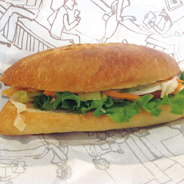 #朝ごはん は #カフェ で #サンドイッチ を頂きました(^^☕️ こちらは #野菜 がたっぷり入った #イタリアンコールスロー です。#シャキシャキ の #コールスロー と #レタス に #チーズ もたっぷりはさんだ #シンプル & #さわやか #サンド です(^^🍞 #パン って野菜や #肉 #魚 #たまご などいろんなものを挟んで食べると #ホント #美味しい です(^^💞 @hash_candy ではこんな感じの #記事 の書き方で #フォロワー さんを増やしていきます(^^) #全自動 で #いいね #ハッシュタグ 設定したフォロワーさんの #フォロー をしていきますが #写真 と記事の書き方はとても #大事 ですね(^^) #ハッシュキャンディー でした(^^🍬 #レタス #にんじん #オニオン #キャベツ