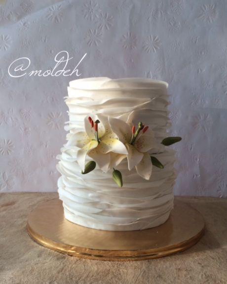 Pastel para Boda de holanes con lilis // Wedding cake with plain ruffles and lilies