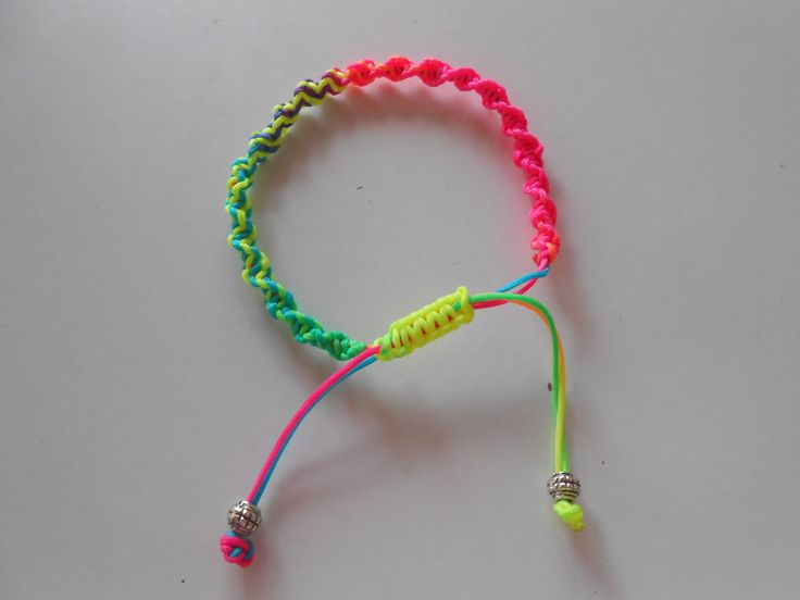 Colorful Macrame Bracelet. www.highmoda.eu