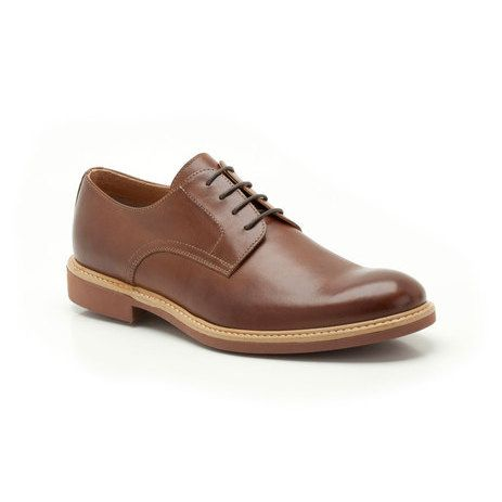 These classic smart casual men's shoes take a well-loved silhouette and add a fashionable twist in tan leather. Featuring a lace fastening, the upper is stitched to the sole for a crafted look.