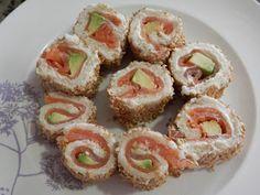 O cómo hacer un falso sushi donde el alga que lo recubre se sustituye por pan de molde. Una receta de COCINANDO PARA CIEN MIL VIKINGOS.