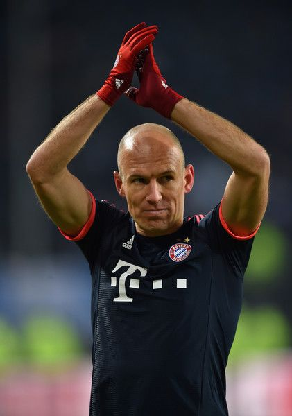 Arjen Robben of Bayern Munich applauds the crowd after victory in the Bundesliga match between Hamburger SV and FC Bayern Muenchen at Volksparkstadion on January 22, 2016 in Hamburg, Germany.