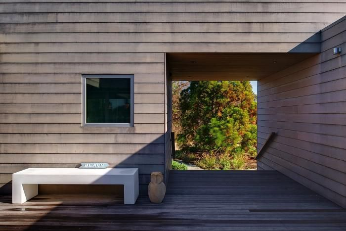love the lines....window, stairs....nice white bench  Stelle-Architects-Courtyard-House-Amagansett