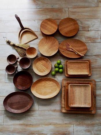 温もりあふれる、〈木〉の器やカトラリー。  活用して、この季節の食卓を楽しみましょう。  (画像は、京都の木工作家〈小塚晋哉〉の器とカトラリー)
