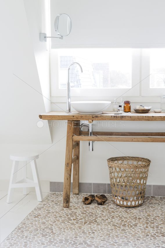 Beautiful and simple bathroom with Java Tan pebble tile flooring