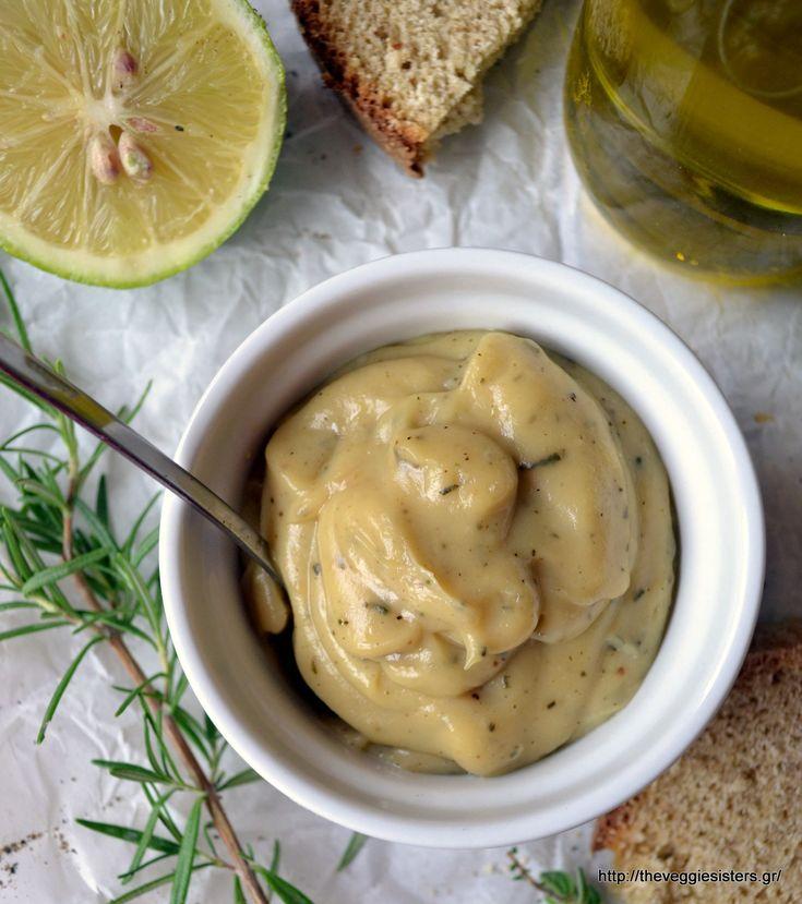 Σπιτικός αρωματικός πολτός σκόρδου - Homemade herbed garlic puree