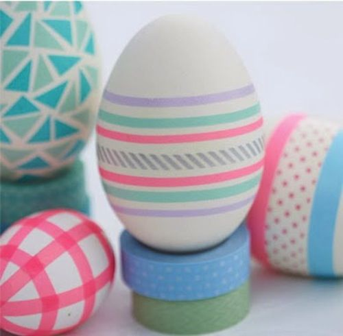 Decorar huevos de pascua con niños con washi tape