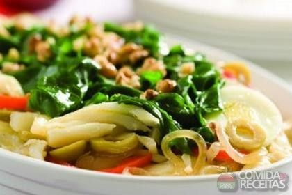 Receita de Lascas de bacalhau com espinafre e nozes em receitas de peixes, veja essa e outras receitas aqui!