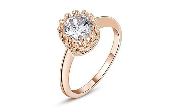 anello di fidanzamento solitario placcato oro con cristallo: 24,00 euro