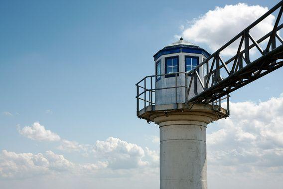 Nieuw in mijn Werk aan de Muur shop: Betonnen toren met loopbrug