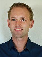 """Konrad Welzel wurde 1985 geboren und hat an der Otto-Friedrich Universität Bamberg erfolgreich das Bachelorstudium sowie an der Philipps-Universität Marburg das Masterstudium der Politikwissenschaft absolviert. Im Anschluss baute er Ende 2012 seine wissenschaftlichen Ergebnisse der Abschlussarbeit mit dem Titel """"Politische Kommunikation von bundespolitischen Parteien auf Facebook ..."""
