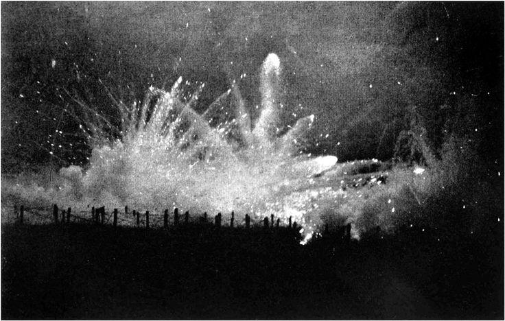 Tir de barrage allemand contre les tranchées alliées durant la bataille. deuxième bataille d'Ypres
