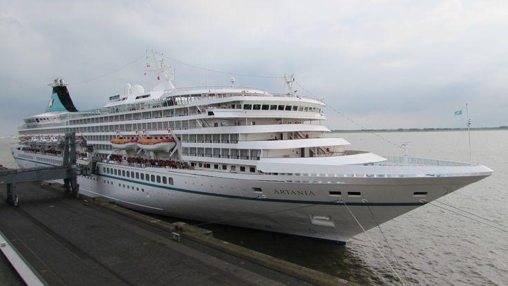MS Artania | Ablegen und auslaufen in Bremerhaven | Phoenix Reisen - YouTube