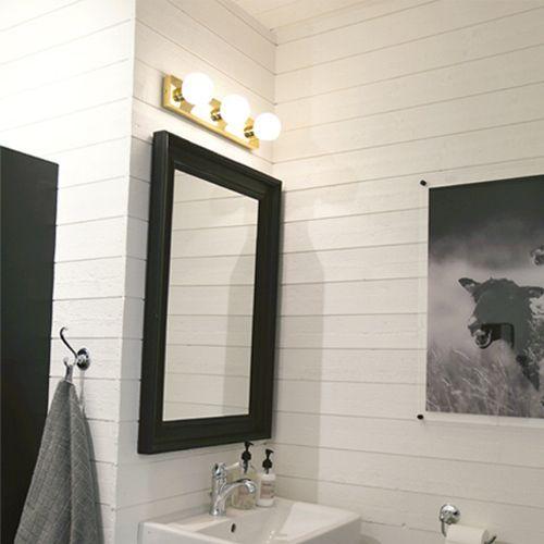 Vacker vägglampa som är anpassad för badrum och passar väldigt bra att placera över en spegel. https://buff.ly/2fQUmiB?utm_content=buffer1288b&utm_medium=social&utm_source=pinterest.com&utm_campaign=buffer