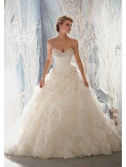 A-Line/Princess Sweetheart Chapel Train Organza Wedding Gown With Ruffles Beading
